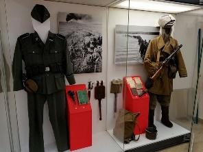 Детали выставки «Одна на всех Победа!»: комиссар в галифе против танкиста в галстуке
