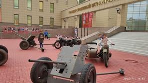 На «Красной площади» Челябинска открыли выставку военной техники