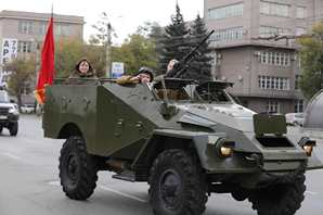 Парад фронтовой техники открыл военно-исторический фестиваль в Челябинске